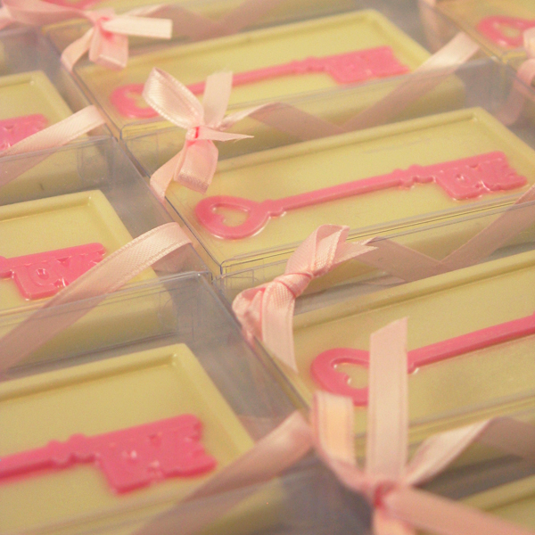 pink-belgian-chocolates-love-key-3